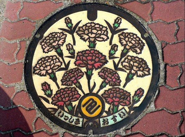 日本创意井盖_优雅有趣形象各异的窨井盖摄影图片欣赏╭★肉丁网