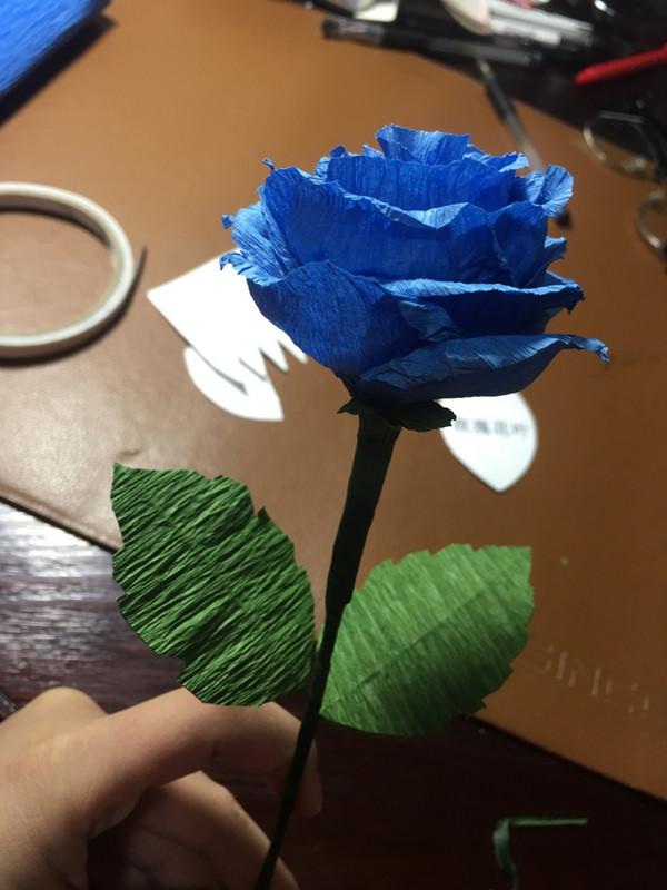 蓝色妖姬纸玫瑰折法_折纸作品 超级容易皱纹纸玫瑰的折法步骤╭★肉丁网