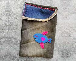 舊牛仔褲DIY簡單小魚裝飾手機包零錢包的做法